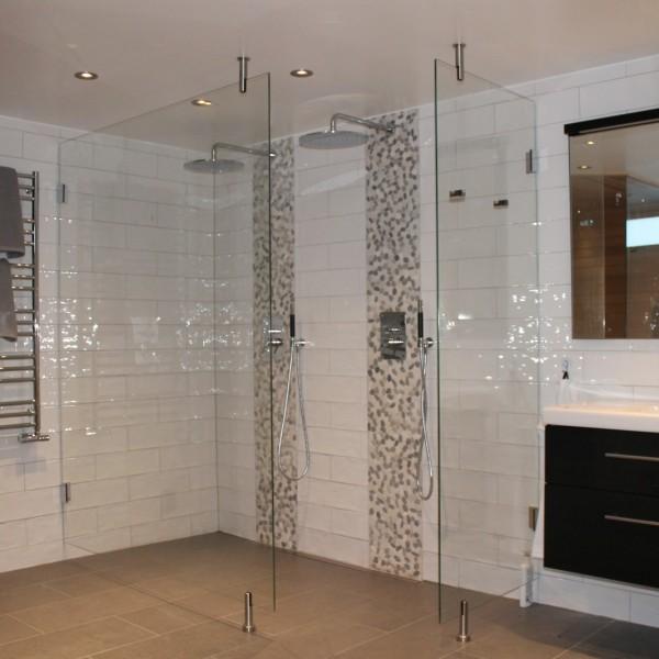 Glasväggar i badrum