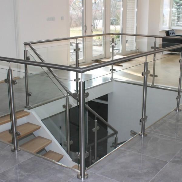 Glasräcken i trappa