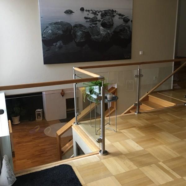 Trappa med glasräcken